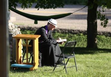 2016 July 29 - Pilgrimage stop Esmonde33 scott reading